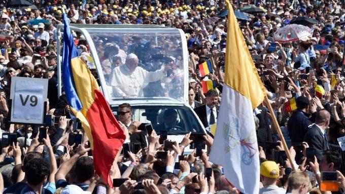 La alegría de la gente por la visita del Papa a Rumania
