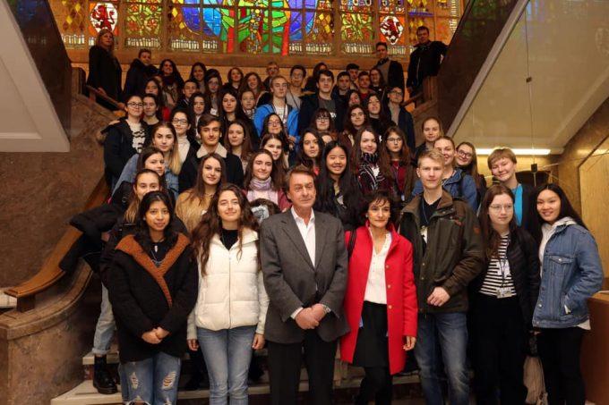 León: García-Prieto recibe a un grupo de alumnos de Rumanía, Italia y Finlandia de intercambio con el IES Padre Isla