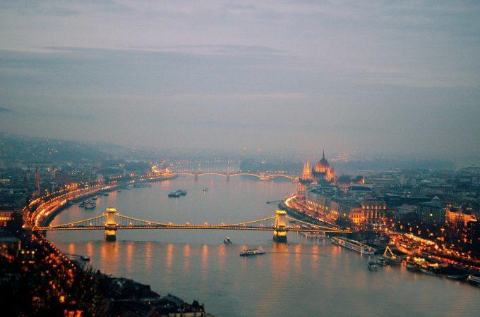 ''Legea sclaviei'' promulgată în Ungaria de către președintele Janos Ader