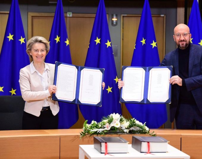 Liderii UE au semnat acordul comercial cu Regatul Unit
