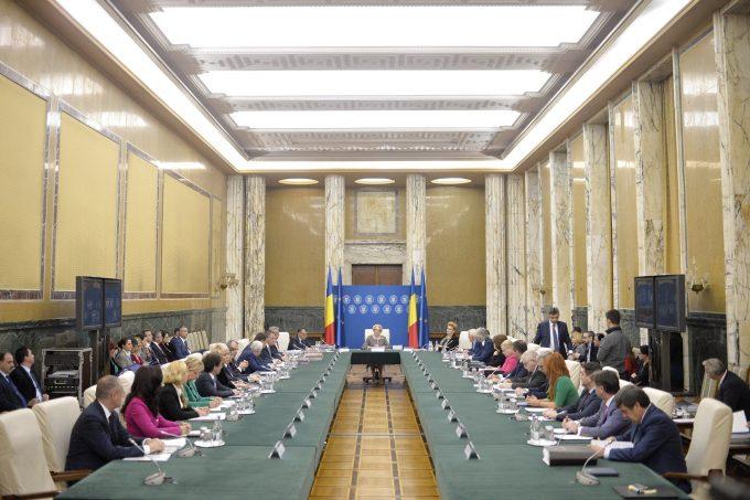 Lista miniştrilor remaniaţi - Membrii Guvernului s-au reunit la Palatul Victoria după ceremonia de la Cotroceni