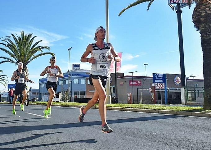 Los rumanos Corneschi Alexandru y Madalina Florea, ganadores en la 7ª Media Maratón de Huelva