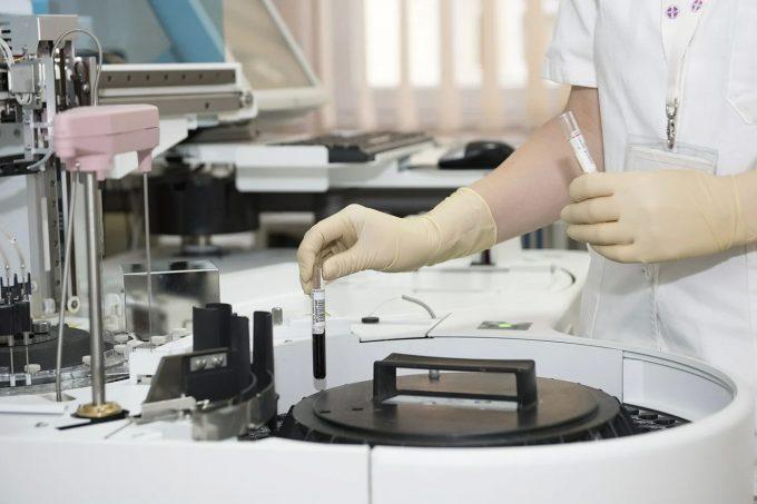 MAE: 33 de lucrători români din Olanda care lucrează în abatoare, testaţi pozitiv la infecţia cu noul coronavirus