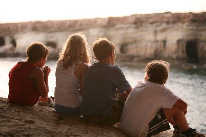 MAE: Aproximativ 200 de minori români sunt în atenţia autorităţilor de protecţie a copilului din Spania