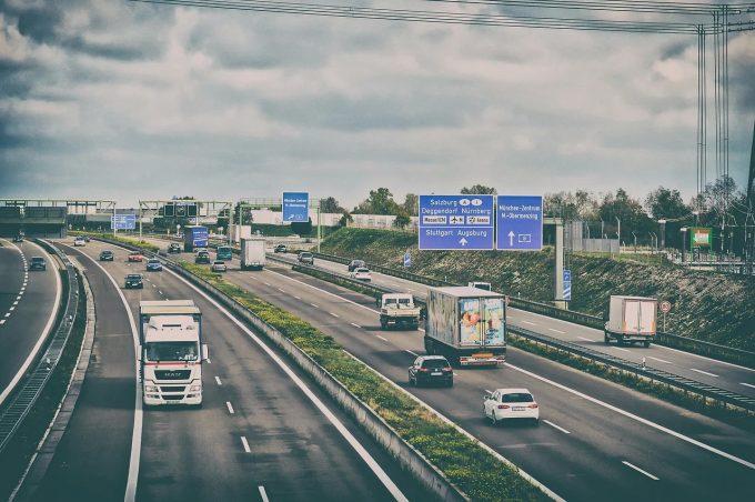 MAE: Prevederile cu caracter restrictiv din versiunea finală a Pachetului Mobilitate I vor afecta transportul rutier în UE