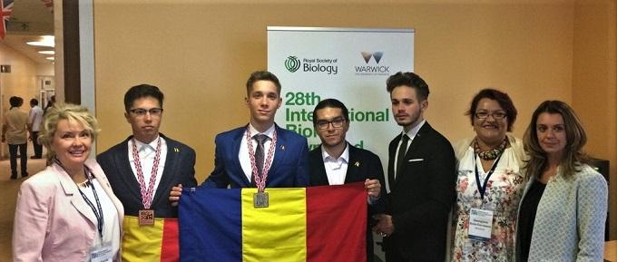 MEN: Lotul olimpic al României a câștigat trei premii la Olimpiada Internațională de Biologie 2017