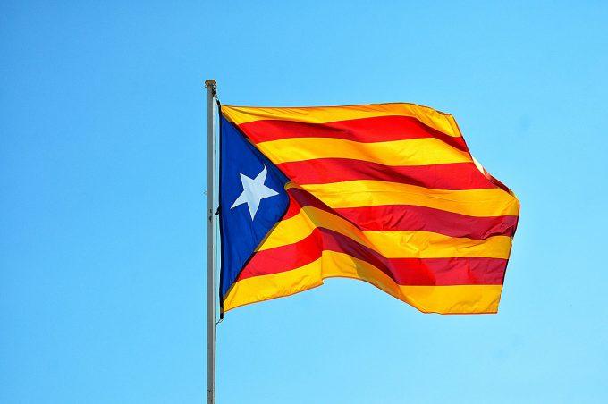 Manifestaţii la Barcelona pro şi contra independenţei Cataloniei