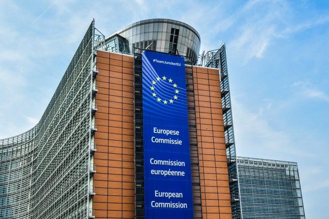 Manipulare curs valutar: Comisia Europeană amendează cinci bănci cu 1,07 miliarde de euro
