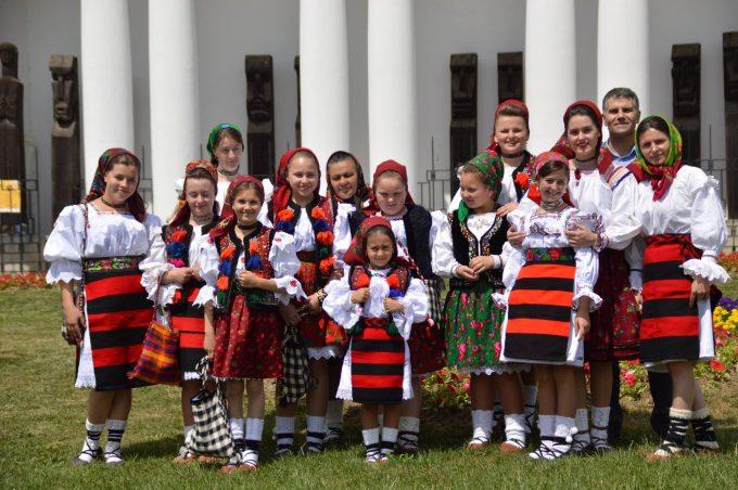 Maramureş: 500 de tineri în costume populare la deschiderea evenimentului ''Zilele Maramureşului - Haida, hai în Maramureş''