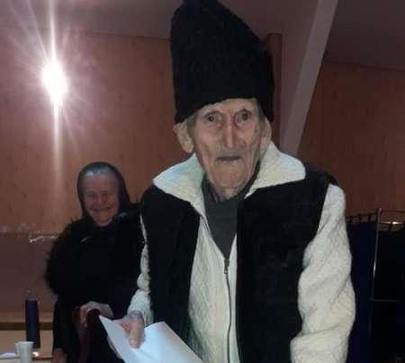 Maramureş: Un veteran în vârstă de 100 de ani a votat pentru un viitor mai bun