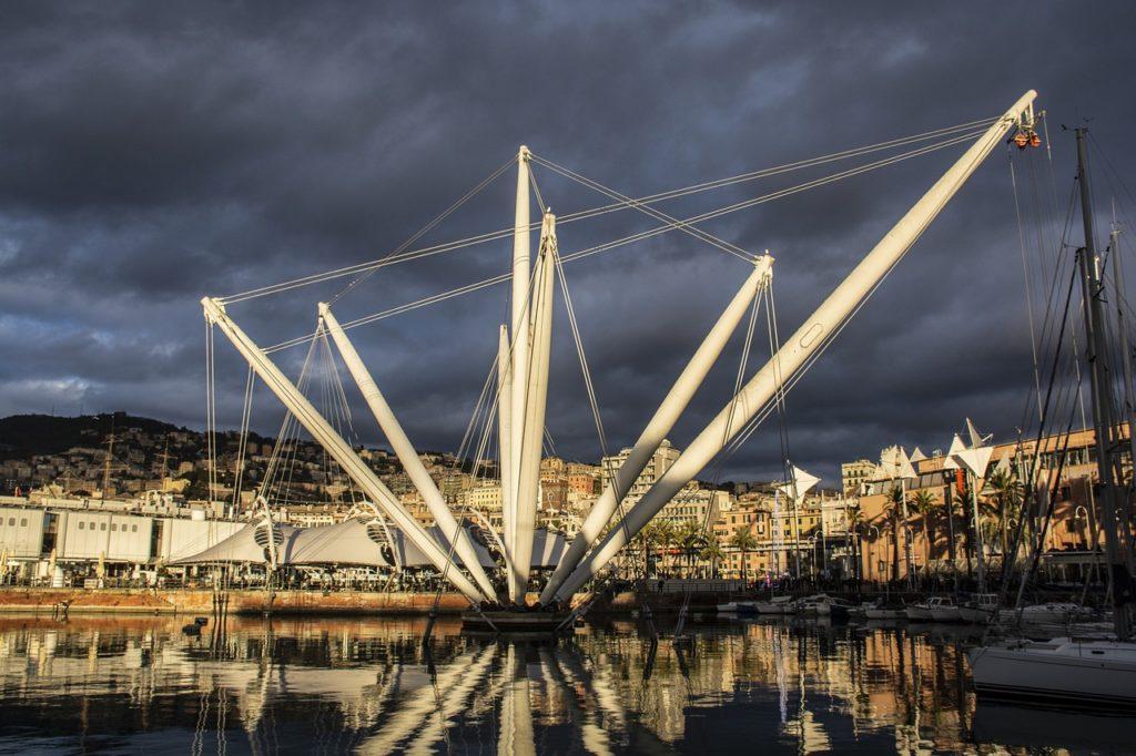 Masca obligatorie 24 de ore din 24 în Italia, la Genova