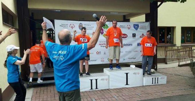 """Medalii de aur, argint şi bronz, obţinute de sportivii Fundaţiei """"Pentru Voi"""" la Jocurile Special Olympics de la Târgovişte"""