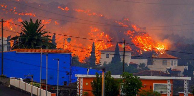 Mii de evacuaţi după ce lava vulcanului din insula spaniolă La Palma a distrus mai multe locuinţe