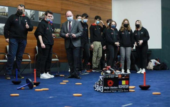 Ministrul Aurescu a primit echipa AutoVortex, câştigătoare a Campionatului Internaţional de Robotică