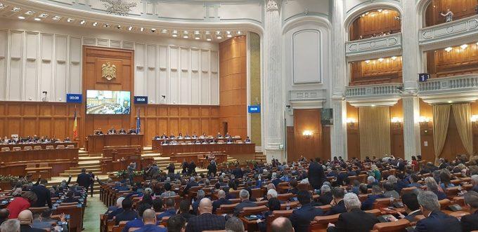 Moțiunea de cenzură a trecut cu 261 de voturi. Guvernul a fost demis