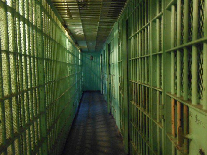 Modificarea codurilor va paraliza urmărirea penală; vor fi nu numai corupţi liberi, ci şi criminali
