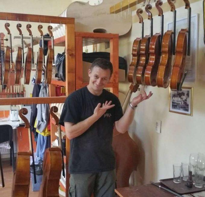 Mureş: Şapte lutieri din România, la cel mai mare concurs mondial de instrumente muzicale