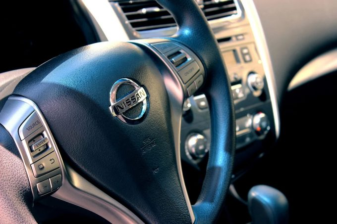 Nissan ar putea amâna cu şase luni închiderea fabricilor din Spania