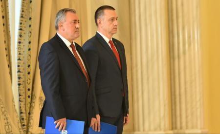 VIDEO: Noii miniștri de la Apărare și Economie au depus jurământul