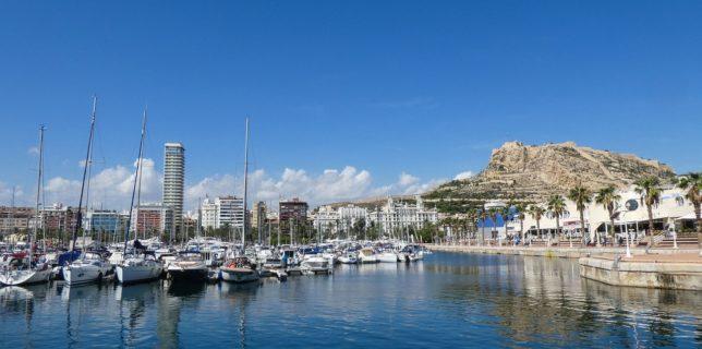 Numărul turiştilor străini în Spania a explodat în luna mai pe fondul relaxării restricţiilor
