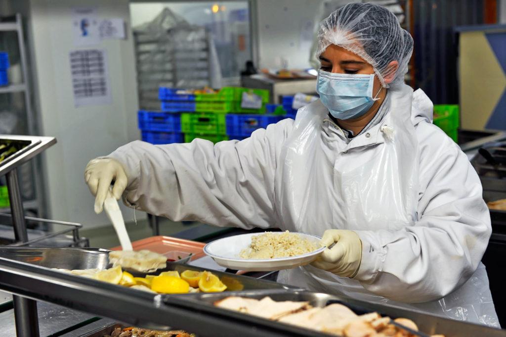 OIM se aşteaptă la o revenire fragilă a pieţei muncii, după pierderile uriaşe suferite în 2020