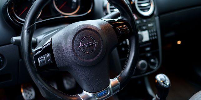 Opel intenţionează să coordoneze afacerea din România printr-un nou importator local independent