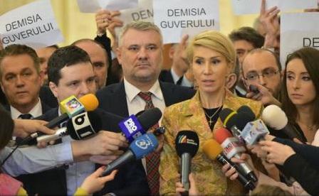 VIDEO PNL și USR au depus la Parlament moțiunea de cenzură