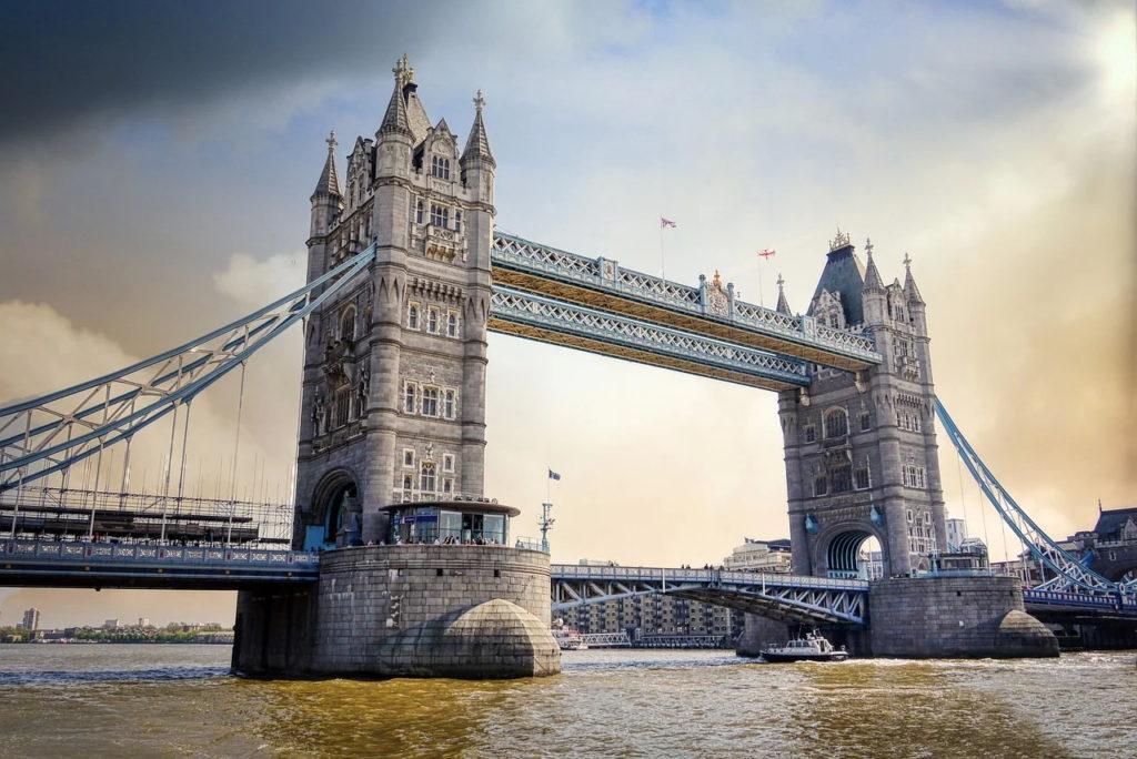 Paşaportul a devenit obligatoriu pentru a călători în Regatul Unit