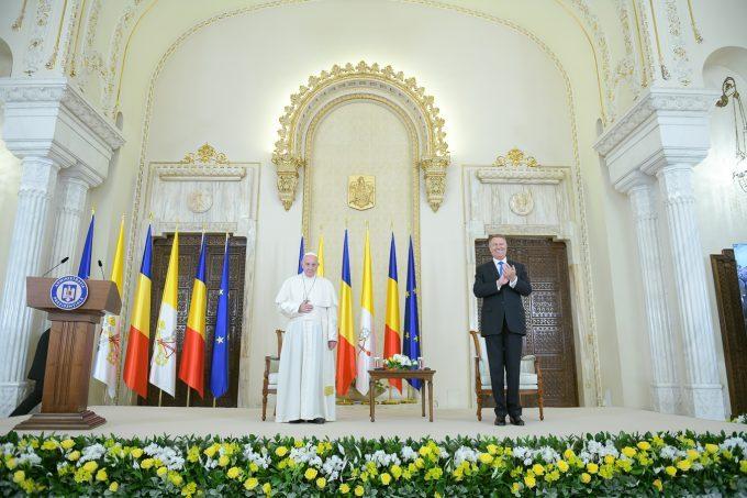 VIDEO: Papa în România, despre emigranţii români: Aduc un omagiu sacrificiilor făcute de atâţia fii şi fiice ale României