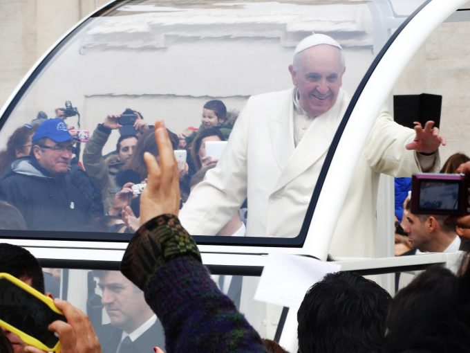 Papa Francisc ar putea vizita în 2019 România (surse)