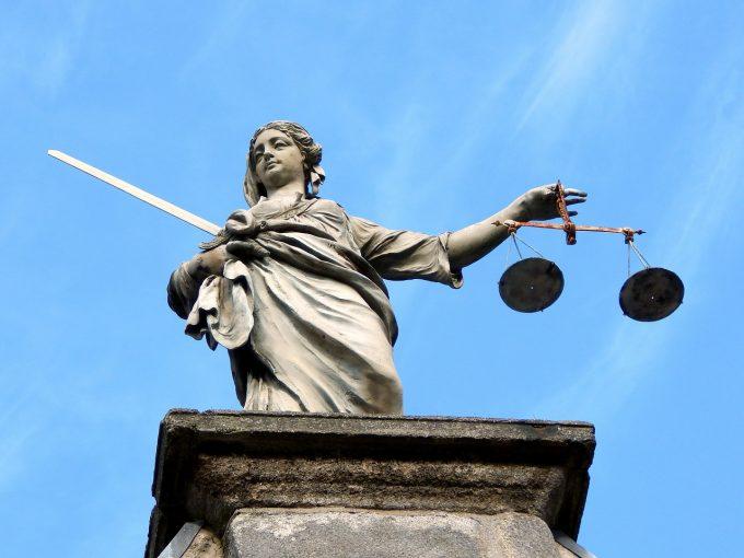 Parchetul General: 21 de articole din legea de modificare a Codului penal conţin aspecte de neconstituţionalitate