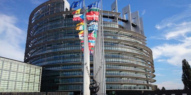 Parlamentul European a iniţiat procedura de urgenţă pentru a accelera adoptarea adeverinţei electronice verzi până în iunie