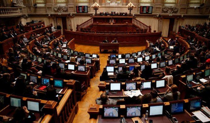 Parlamentul Portugaliei adoptă legi permisive privind eutanasia