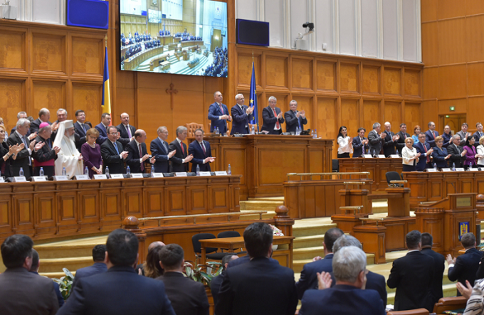 Parlamentul de la Bucureşti a adoptat Declaraţia pentru celebrarea Unirii Basarabiei cu Ţara Mamă, România