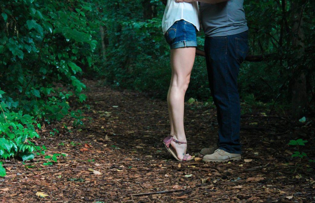 Percheziţii în România şi Marea Britanie la proxeneţi care foloseau metoda ''loverboy''