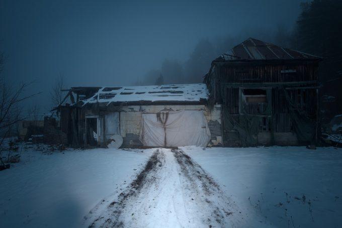 Peste o treime dintre copiii din România trăiesc în locuinţe fără toaletă în interior