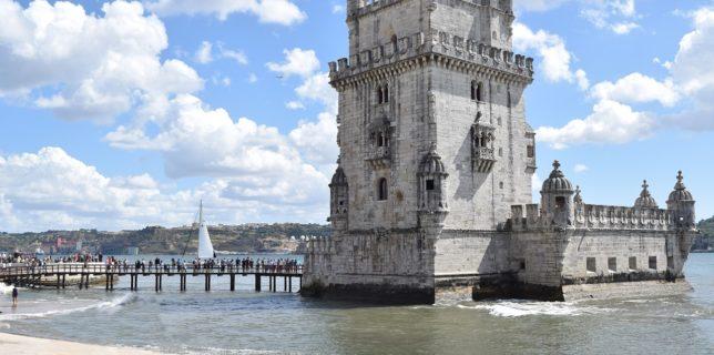 Portugalia renunţă la măştile de protecţie pe stradă, dar nu şi în sălile de curs