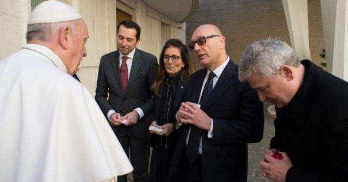 Pr. Francisc Doboş: Papa a donat cinci ventilatoare pentru bolnavii de COVID-19 din România