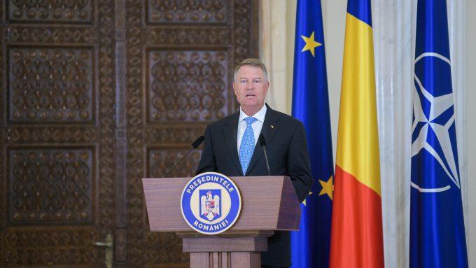 Preşedintele Iohannis a promulgat legea privind votul anticipat şi prin corespondenţă pentru românii din străinătate