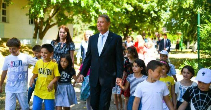 VIDEO: Preşedintele Iohannis a vizitat SOS Satele Copiilor: Un model de intervenţie care ar trebui extins la nivel naţional
