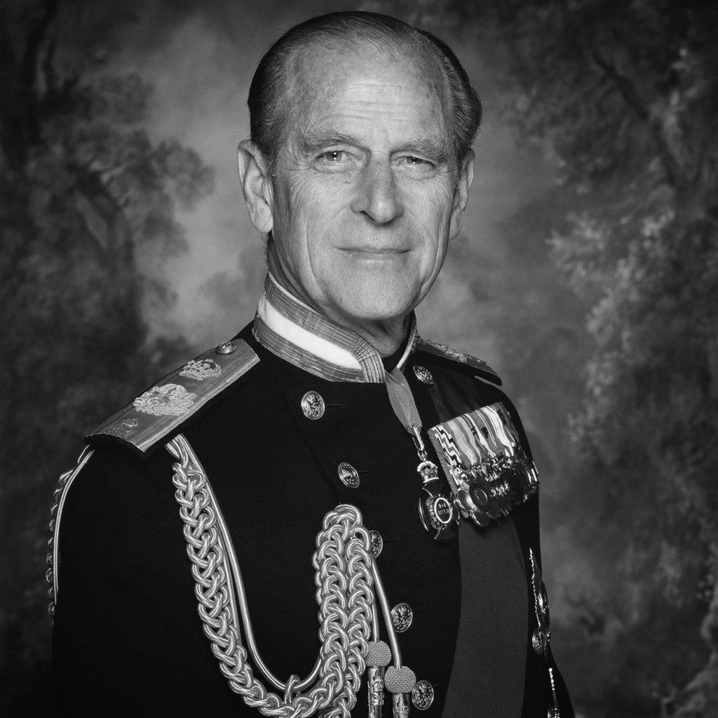 Presa britanică aduce un omagiu prinţului Philip, evocat şi în ziare din întreaga lume