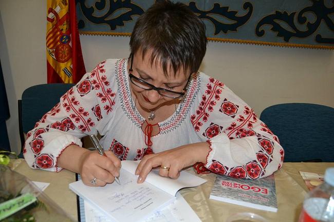 """Prezentarea oficială a cărții bilingve (română - spaniolă) """"Egometrie – Egometria"""" de Elisabeta Boțan, poetă și traducătoare"""