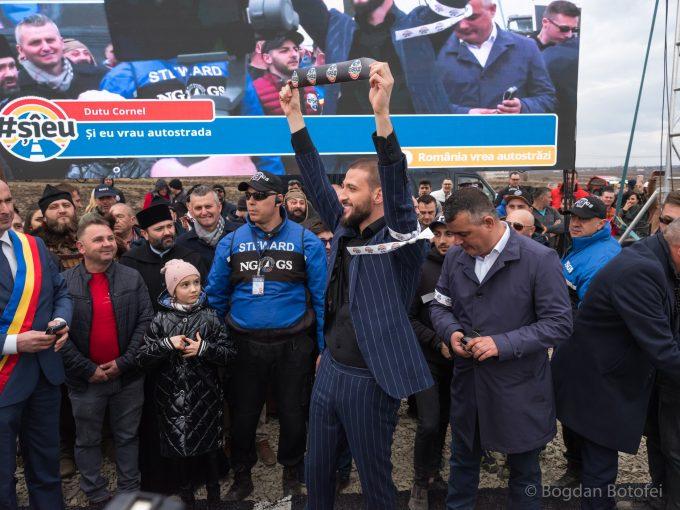 Primari, antreprenori, angajaţi şi şoferi s-au alăturat campaniei 'România vrea autostrăzi #şîeu' (grupaj)