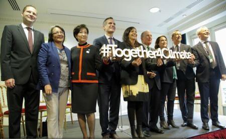 Primarii din 12 metropole și-au luat angajamentul de a tinde către ''zero emisii'' până în 2030