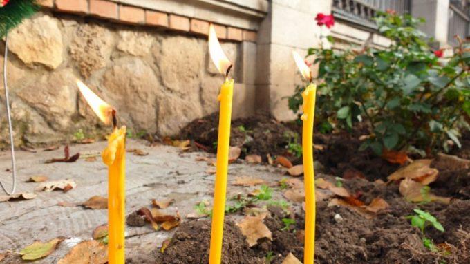 Primarul Chişinăului a depus la Ambasada României o coroană de flori în memoria victimelor incendiului de la Spitalul Judeţean Neamţ