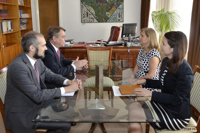 Primirea de către ministrul delegat pentru Relațiile cu Românii de Pretutindeni, Maria Ligor, a ambasadorului Regatului Spaniei în România, Ramiro Fernández Bachiller