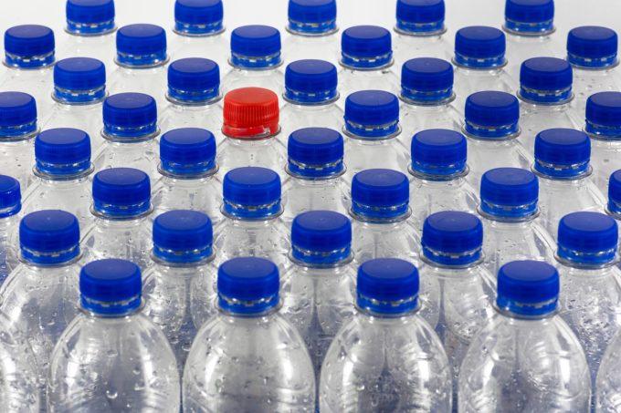 Producătorii europeni sunt de acord să încorporeze 30% plastic reciclat în ambalajele de plastic