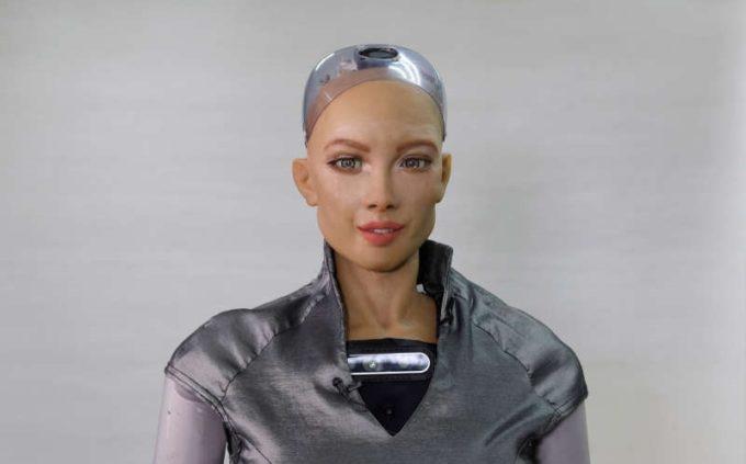 Producătorii robotului Sophia vor să demareze producţia de masă în contextul pandemiei