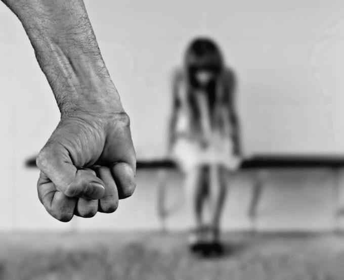 Proxeneţi din Galaţi, reţinuţi de procurori; obligau minore să se prostitueze în România şi Spania