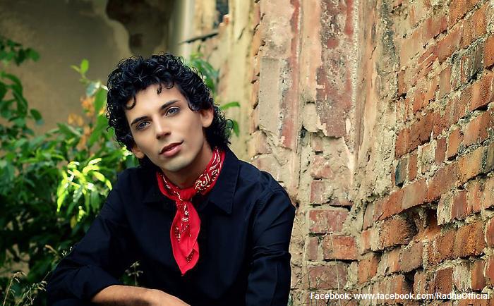 Radhu-singurul-cântăreț-de-cumbia-din-România-un-gen-muzical-din-Columbia